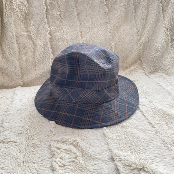 Aritzia Auxiliary Check Bucket Hat Plaid